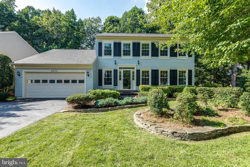 9602 Burnt Oak Dr, Fairfax Station, VA 22039