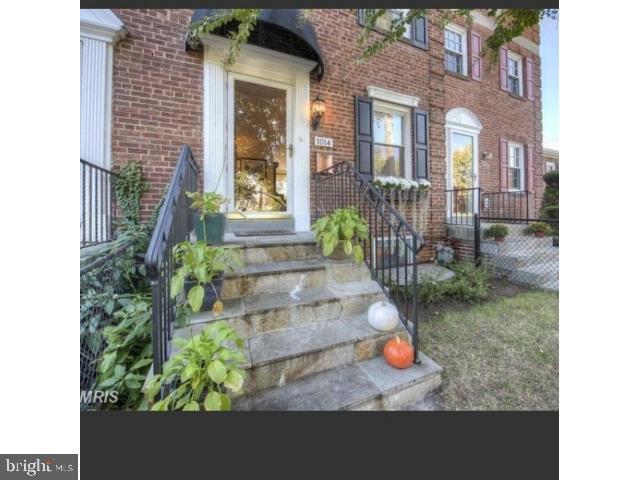 Old Town Alexandria, captivating townhome features 3 BR, 2 baths, beautifully maintained and conveniently located in North Old Town, hardwood floors, crown molding, spacious closets, luxurious bathrooms, gourmet open kitchen. Stroll to Braddock Metro, Trader Joe's, Harris Teeter, King Street shops, restaurants & Waterfront! EZ commute to DC via Metro and GW parkway (two lights to DC).  Two miles and two Metro stops to Amazon HQ2, three stops to the Pentagon!This home was completely re-modeled in 2011.  It has a completely finished basement with a full bathroom, two closets, a laundry room and storage.  The main floor has an open floor plan with all modern appliances.  The second floor has 3 bedrooms and a full bathroom.  One bedroom is smaller, so that is currently used for additional closet space, but is also perfect for a home office.  If another bedroom is necessary, the basement is currently used as a large bedroom suite or can be a second living room.  Street parking is never a problem and it has a front and back yard with a deck and storage shed.