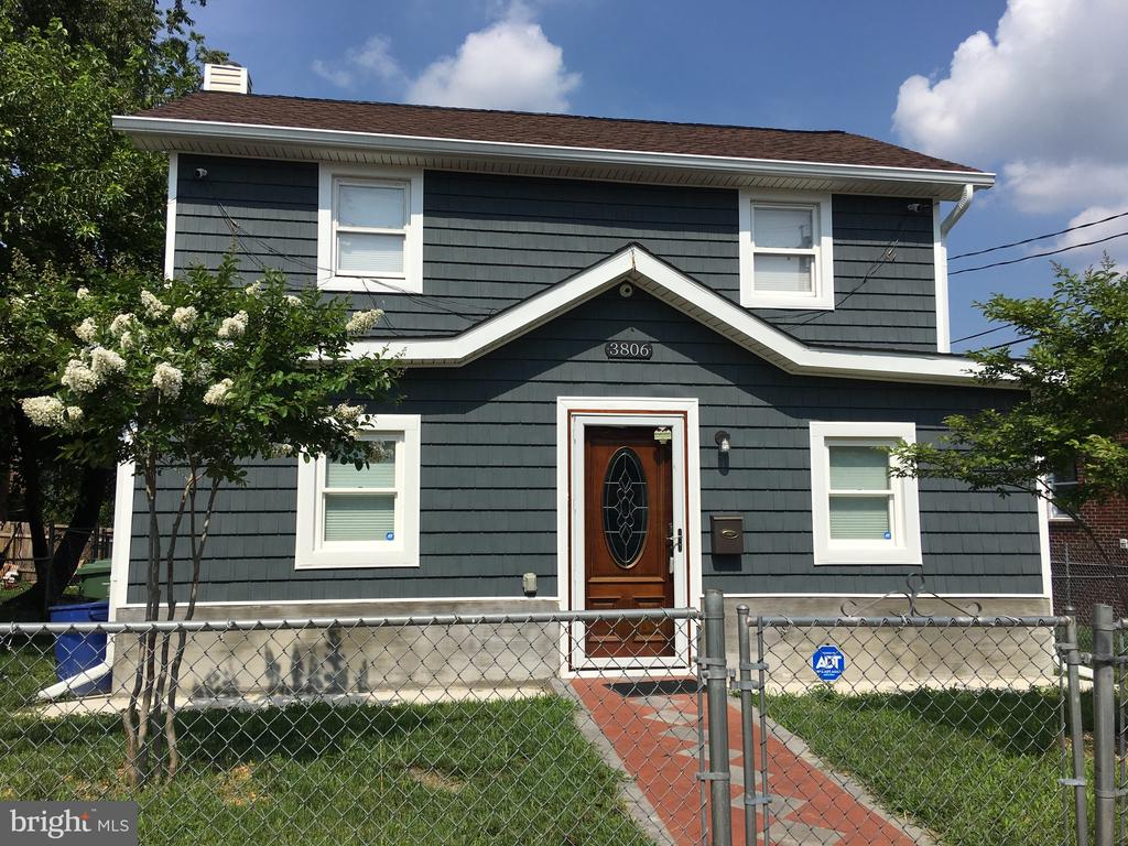 """Nice updated house in Brooklyn with 3 bedrooms and 2 full baths. New A/C unit updated kitchen and bathrooms. House is being sold """"As Is""""Come see it!"""