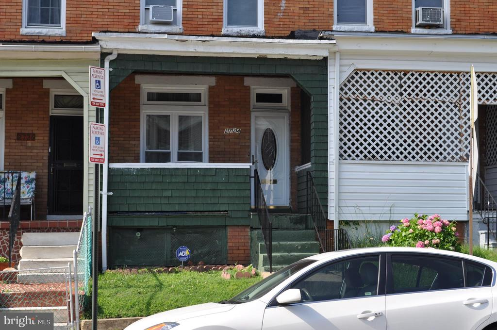 Clean townhouse ideal for lst time home buyer to pay less than rent for mortgage also could be nice rental  property for investor check it out