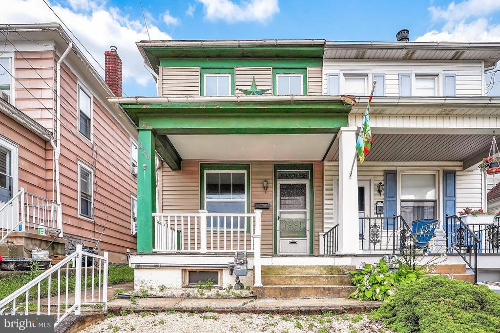 Super 220 E Maple Street Dallastown Pa 17313 Buy Sell Interior Design Ideas Tzicisoteloinfo