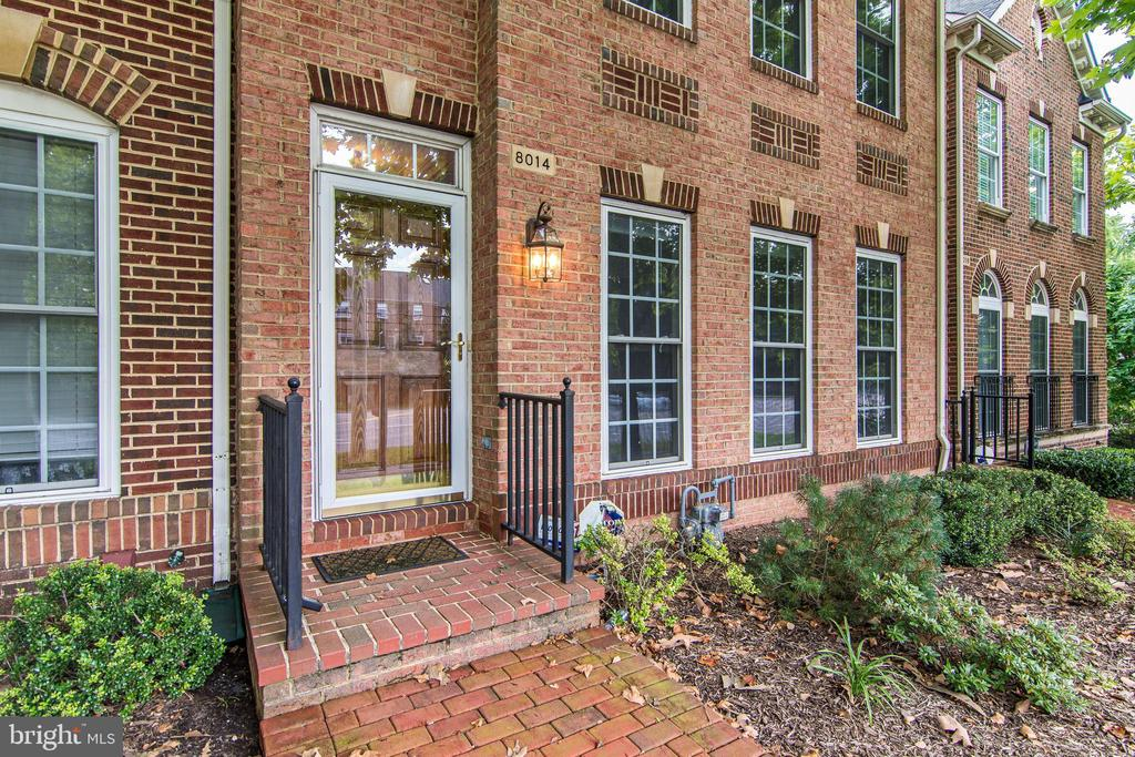 8014 Reserve Way, Vienna, VA 22182