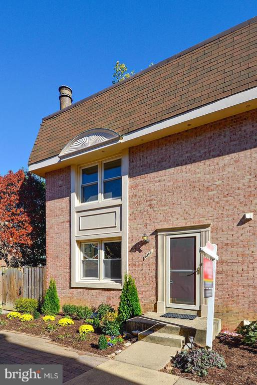Awesome 3 Level end of Row Townhouse ,2 Bedrooms, 2.5 Baths.Gorgeous refinished hardwood floors main level,gracious live in rm, french doors to deck,updated kit cabinets & appliances. Upper lev 2 BRS,remodeled full bath,skylights.Lower lev bright fam rm w frp,recent carpet,full bath.Replaced windows.Water/sewer fees in rent. Short/Long Term. OWC Pet. A  must see property
