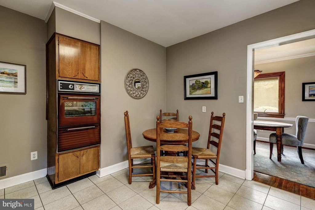 8604 Springdell Pl, Chevy Chase, MD 20815