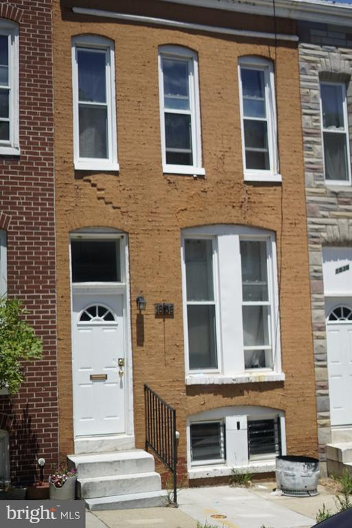 Very nice home! Move in ready! Perfect for investor or new owner. 2br, exposed brick wall! Updated bathroom and kitchen!