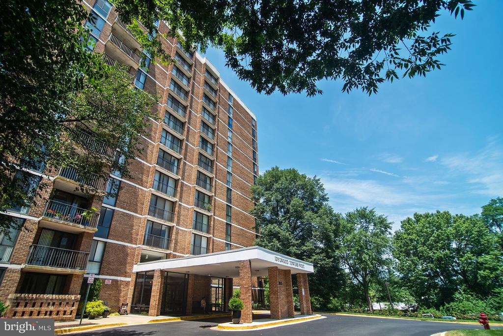 2300 Pimmit Dr #1101, Falls Church, VA 22043