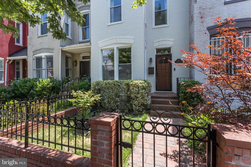 NEW LISTING, OPEN SUN, 7/14, 2-5 pm. Live close to all the attractions of ~H~ Street in one of DC~s charming row houses.  Here is the fully renovated home you~ve been waiting for, with warm wood floors, exposed brick wall, gas fireplace, recent high-end kitchen, laundry closet, and powder room.  Up the stairs we go to find a big master bedroom suite with private bath and a vaulted ceiling, plus 2 more bedrooms and a full bath.  Outside in your fenced backyard, take a seat and relax on the deck or patio.  There is potential here for off-street parking, too.