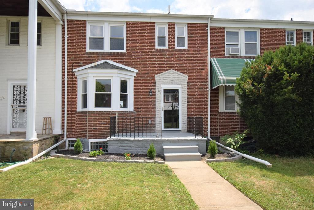 Gorgeous 3 Bedroom town home located in            North East Baltimore. This home has everything  your buyer desires..tray ceilings, hardwood floors, granite counter-tops, 2 level island, crown molding, and stainless steal appliances, just to name a few!! Fully finished basement with private bathroom and separate laundry room. This home also has a detached garage. Don't miss an opportunity to make this place your home, schedule an appointment today!