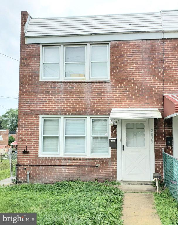 AFFORDABLE BRICK END UNIT, FENCED REAR  YARD WITH PARKING PAD OFF ALLEY WAY, REPLACEMENT WINDOWS, NEWER GAS FURNACE, HOT WATER HEATER & A/C UNITS, SPACIOUS EAT-IN KITCHEN, COVERED BACK PATIO, LARGE BEDROOMS, STORAGE UNDER THE STEPS, GAS COOKING, WOOD FLOORING, EAT IN KITCHEN, NEEDS A LITTLE TLC! AS-IS, SELLER WILL NOT MAKE ANY REPAIRS..  SHOW & SELL!!!!  GREAT RENTAL PROPERTY!