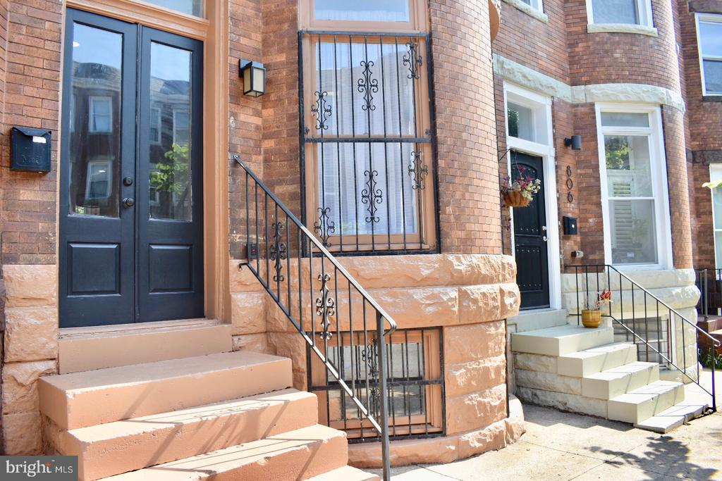 FANTASTIC PRICE IMPROVEMENT + $6000 SELLER CREDIT AT CLOSING!!!  Bright, clean and fresh three-story, three bedroom   2.5 bath Victorian townhome in Reservoir Hill. Features 11-foot ceilings and a gas fireplace in the open living and dining area. Kitchen was just updated with new flooring, new stainless steel appliances and new granite countertops. Huge laundry room with new gas dryer and electric washer. Unique master suite on third floor has it's own gas fireplace, huge walk-in closet or private study (depending on your preference,) jetted tub, enclosed shower, dual sinks with new vanities with granite tops and an enclosed water closet (toilet).
