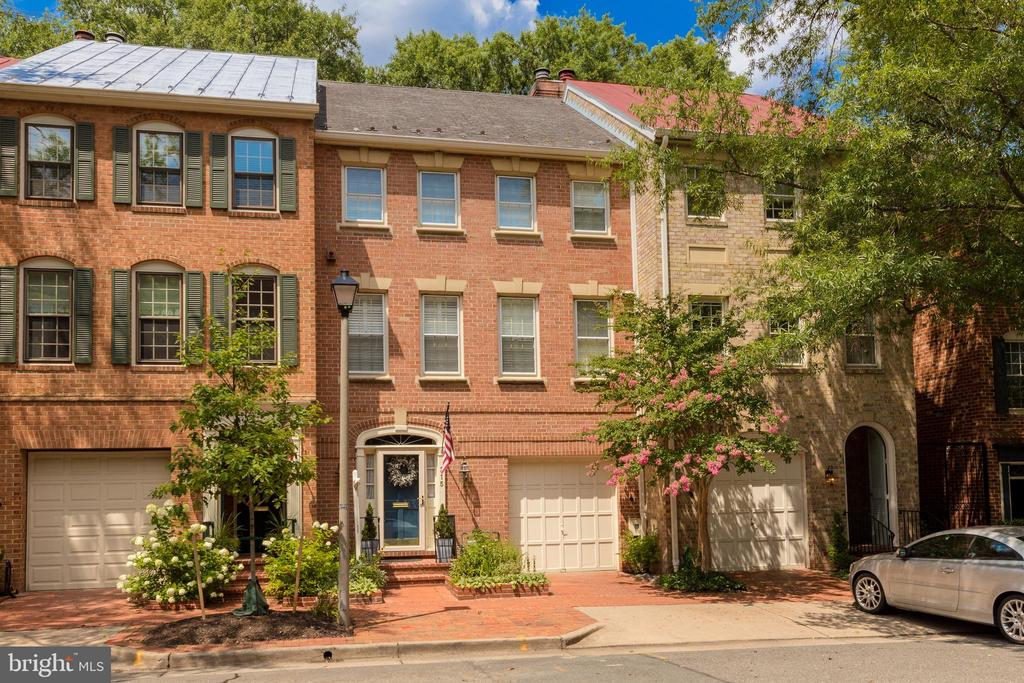 Spectacular One-Of-A-Kind Townhouse in the Princess Street Townhouses with a Lower Level Room and adjoining Full Bathroom, Located within one block of Founders Park and the Potomac River in  private community with swimming pool and tennis court. Magnificent Open Floor Plan with Sunny Southern Exposure in the large Gourmet Kitchen designed with a center island open to the Dining Room and gracious Living Room with Gas Fireplace bordered by Built-In Bookcases and french doors enter onto the private rear patio. Upper Level Master Bedroom Suite with Walk-In Closet and Luxurious Bathroom and Two Additional Bedrooms and additional Bathroom.Garage Parking plus additional parking.Fabulous Home For Entertaining.