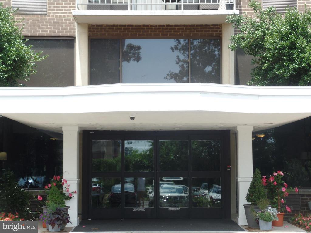 2059 Huntington Ave #604, Alexandria, VA 22303