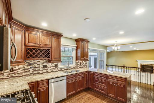 9614 Burnt Oak Dr, Fairfax Station, VA 22039