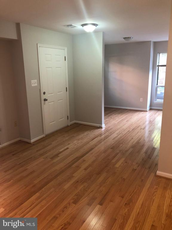 Ballston area townhome - just renovated. SS kitchen applicances, fresh paint, new bathrooms, hardwood floors throughout. Master bedroom has bonus loft area. Available for rent immediately.