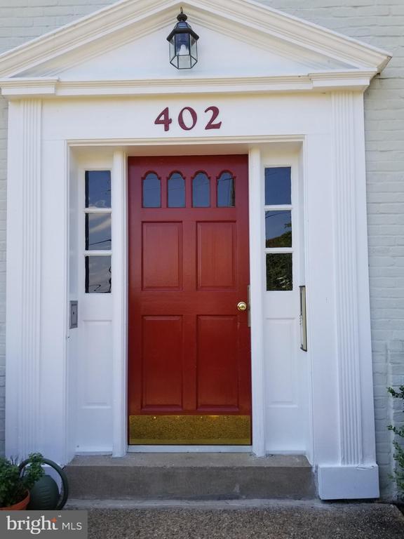 402 Bashford Ln #101, Alexandria, VA 22314