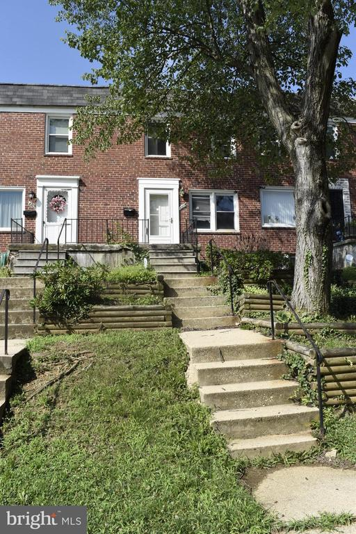 """""""Investment Opportunity on Homeowner block in Yale Heights. 3 bedroom w/CARRIER forced air heat & finished basement. Property also has space for & off-street parking. Property backs up to Irvington park. Property is Cash/Hard Money Only. See agent remarks prior to submitting offers. Do not submit MAR contract - Submit offer terms via link in agent notes. Special Contract Required. No 1st look period, open to investors immediately."""""""
