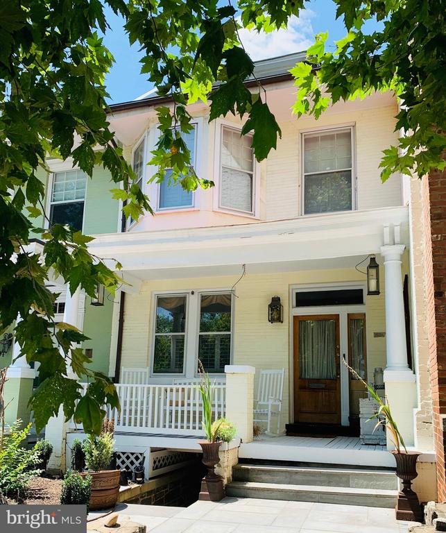 Beautiful perfectly located Townhouse in Georgetown. 3 BR/1.5BA. Nicely decorated front porch. Traditional living room and dining room. Powder room on main level. Updated kitchen with top of the line appliances and breakfast nook overlooking the garden.Master bedroom has high ceiling with exposed beams and brick wall.The 3rd bedroom can be used as walking closet or den. Outside retreat and entertainment. Parking space at the back.