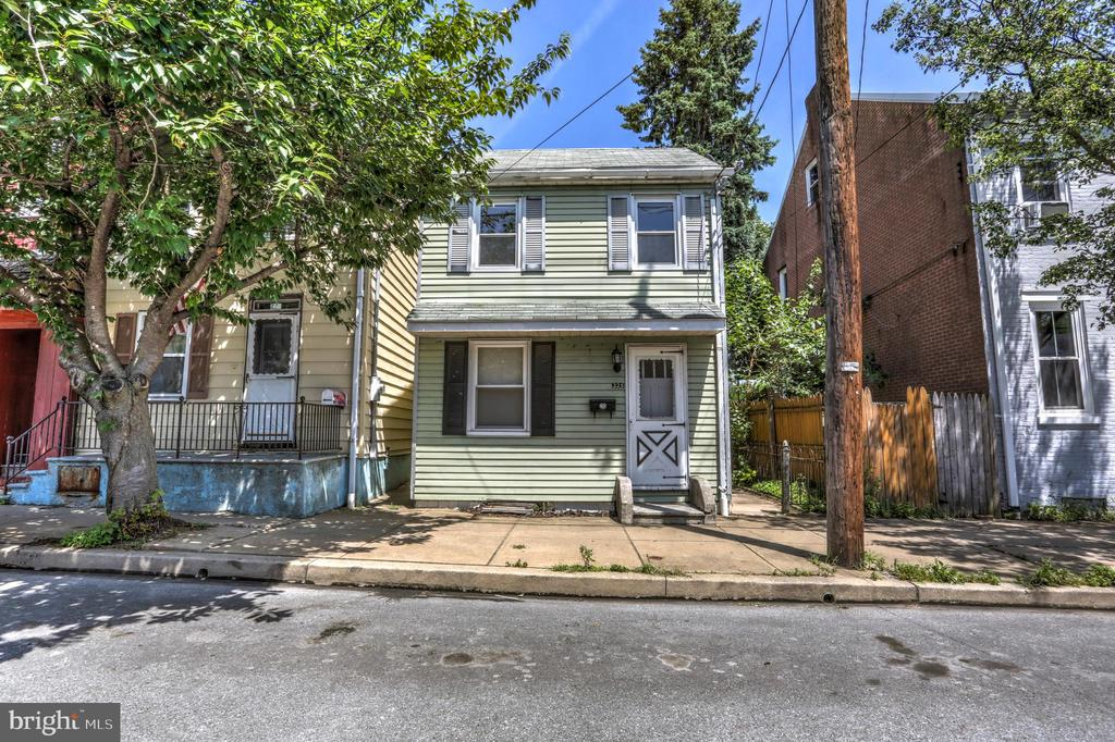 Great investment property. Single family home with many updates, newly renovated kitchen, floors, and paint, as well as, insulated windows. Enjoy evenings on the covered back porch. Nice size rear yard.