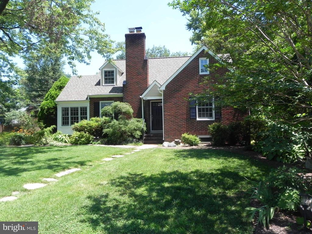 Wow, what a house just blocks from Virginia Square Metro.  Features hardwood floors, huge updated kitchen, sun room, large deck overlooking landscaped back yard, upper level master bedroom with roof deck, and updated bathroom, large rec room in the basement.  A must see.