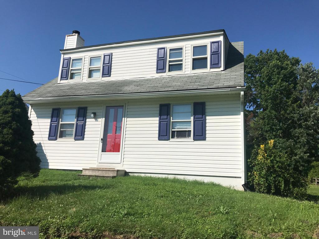 Charming 3 Bedroom,1-1/2 bath Single Family Home in Kingsville.  Freshly painted and host first floor bedroom, full bath and laundry room, along with kitchen and living room with wood burning fireplace.   Covered Deck on 0.49 acre, just about a 1/2 acre. Being Sold As Is - Motivated Seller