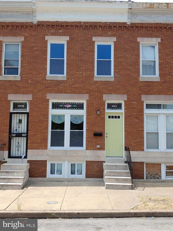 WONDERFUL 4 BR 2 FULL BATH ROWHOME FOR SALE IN QUIET NEIGHBORHOOD. THIS HOME HAS IT ALL; HARDWOOD FLRS THROUGHOUT, RECESSED LIGHTING, EXPOSED BRICK, NEW APPLIANCES, FINISHED BASEMENT WITH CUSTOM FULL BATH ON MAIN FLOOR. ***FREE GOOGLE HOME MINI***