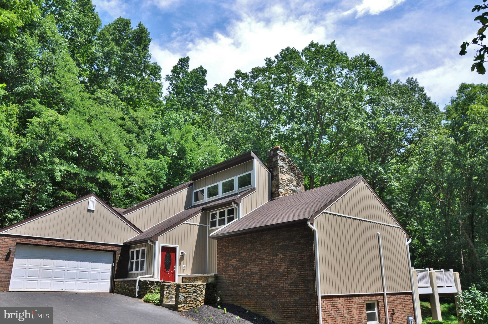 2441 SWAMP ROAD, DALLASTOWN, PA 17313