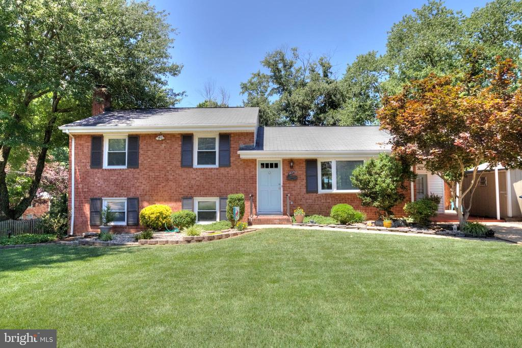 One of West Springfield 4 Bedroom Homes for Sale at 7626  WEBBWOOD COURT