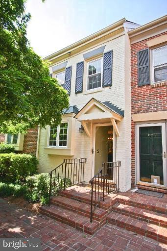 Great location to DC, Pentagon, Amazon HQ, Crystal City and Old Town Alexandria. Upscale town home on north side of Alexandria, two master bedrooms, finished basement with full bathroom, outdoor patio and access to bike paths, restaurants and Whole Foods and Trader Joe's. Please excuse the boxes, current tenant is readying for move out. Pets considered, 2 unassigned parking spots. Close to everything.