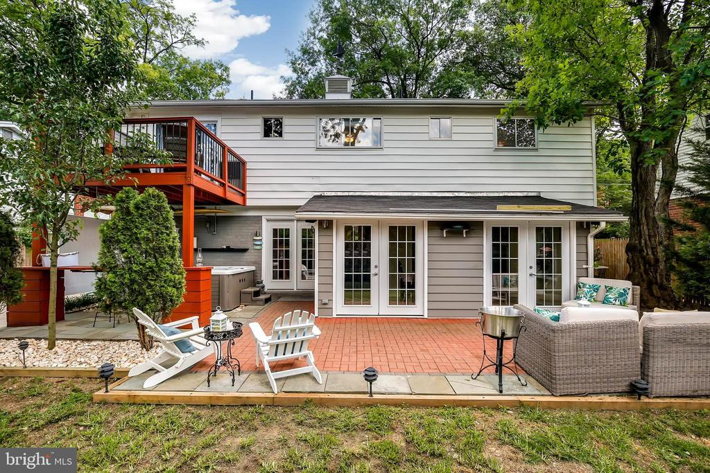 3913 Parsons Rd, Chevy Chase, MD 20815