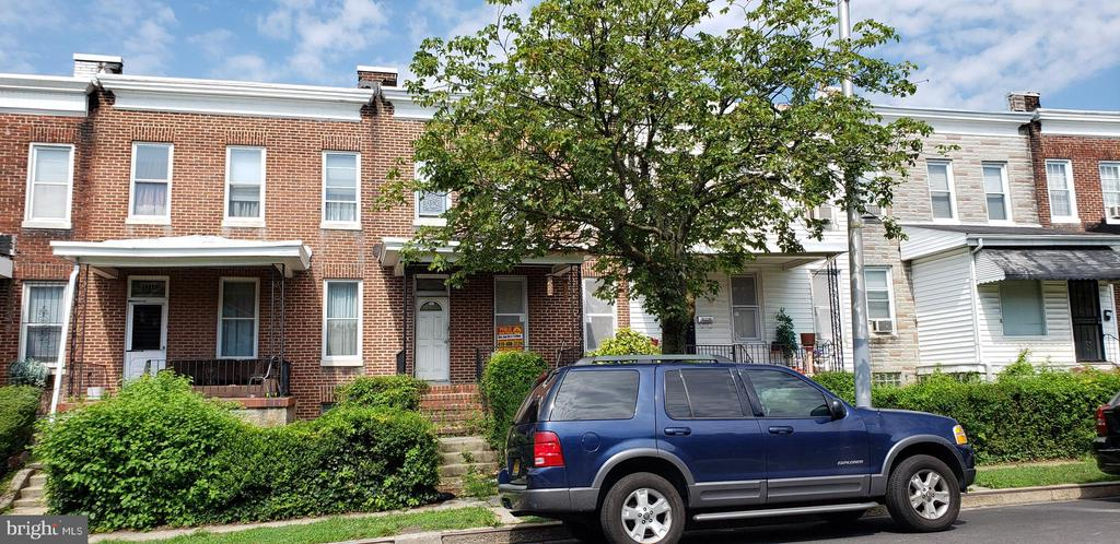 ONLINE AUCTION: Bidding begins 8/19 @ 10:00 AM. Bidding ends 8/26 @ 3:40 PM. List Price is Suggested Opening Bid. 2 story porch front town home in Easterwood. 10% Buyer's Premium or $1,000, whichever is greater. Deposit $2,000. For full Terms and Conditions contact auctioneer's office.