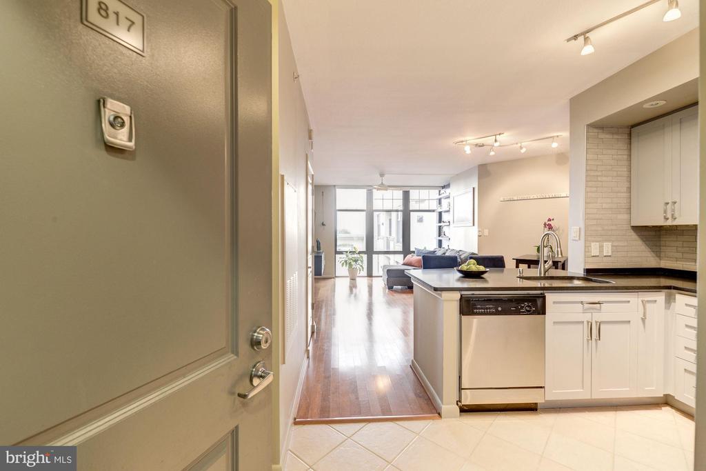 One of Arlington 1 Bedroom Homes for Sale at 1021 N GARFIELD STREET  817