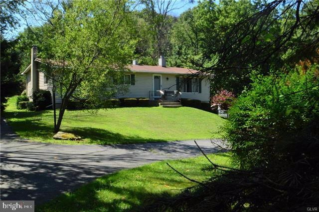 670 OVERLOOK CIRCLE, WALNUTPORT, PA 18088