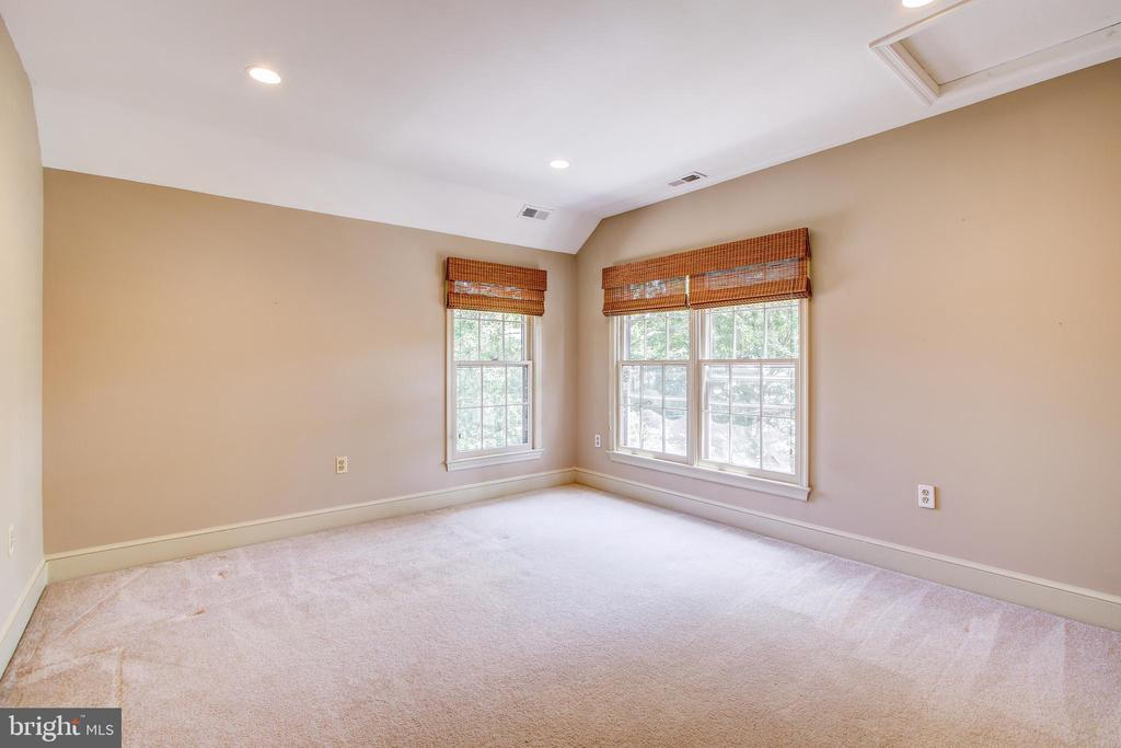 3701 Thornapple St, Chevy Chase, MD 20815