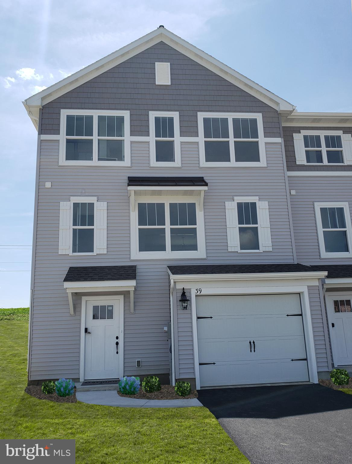 39 SOUTHSIDE DRIVE, WILLOW STREET, PA 17584