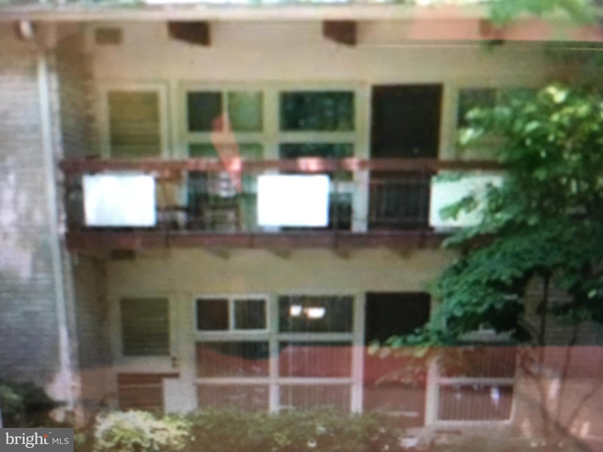Great 2 bedroom condo located inside the beltway.  Near 495, 395 and Little River Tpke.  Tenant has 1 year lease $1600.  Great property for investors!!!!!