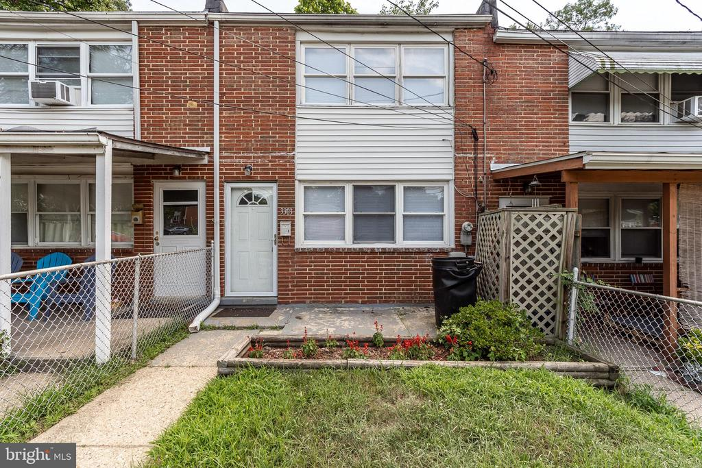 Nicely updated home with new carpet and paint.  Laminate wood floor in living room, eat-in kitchen with ceramic tile.  Large master bedroom with generous closet and built-in wall storage.  Fenced yard, rear patio and front porch.  No pets permitted.  No smoking.