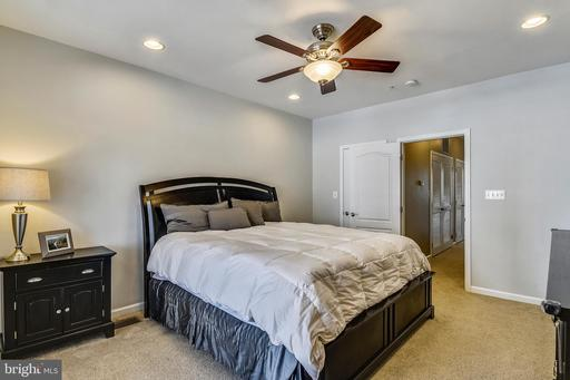 4425 Beechstone Ln #A, Fairfax, VA 22033