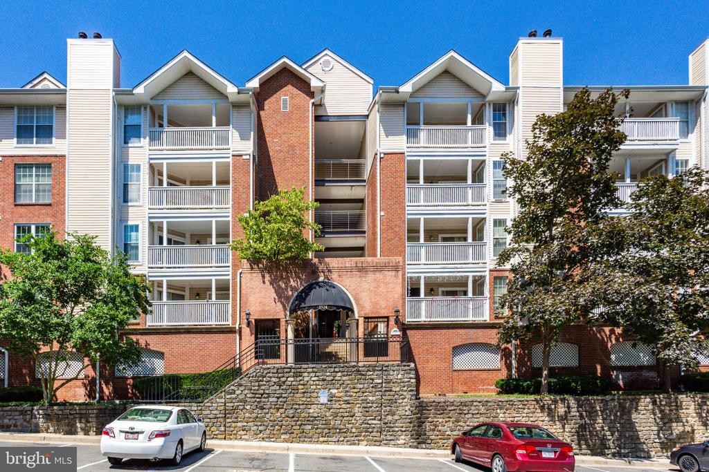 1524 Lincoln Way #405
