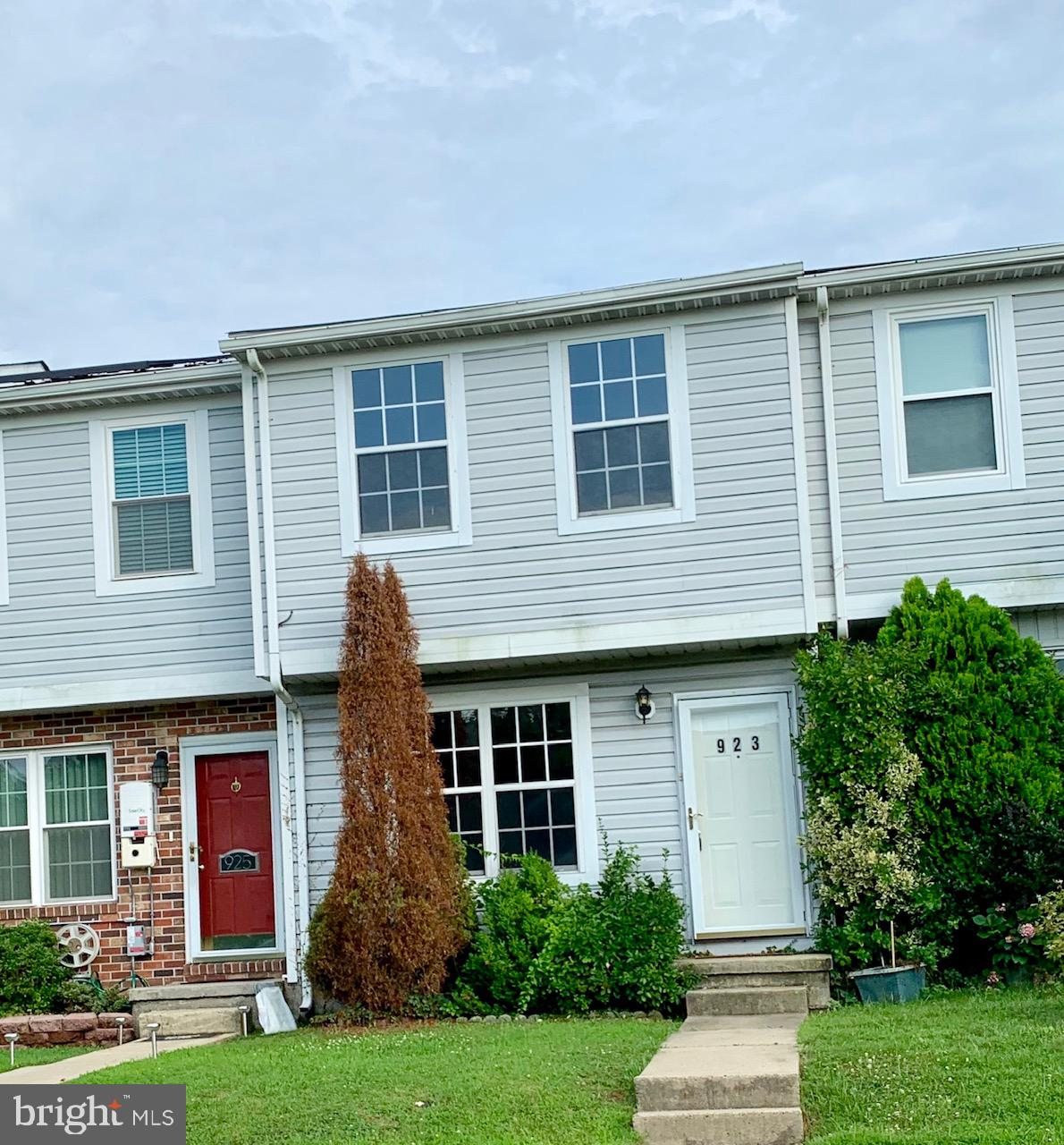 Dramatic price drop! Priced to sell. Starter home, downsizing, investment, it's right here. Both roof and hvac less than 10 years old. Water heater is brand new. Gem with lots of possibilities with a good price tag. Secluded court. No thru traffic. Bring an offer!