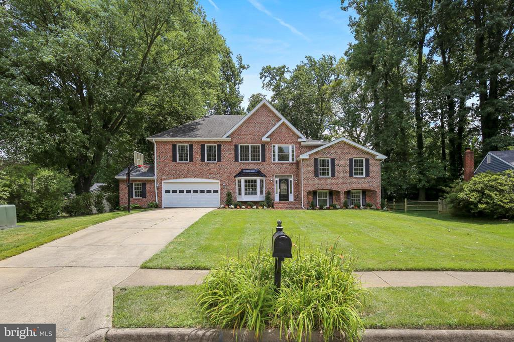 7815  FREEHOLLOW DRIVE, Falls Church, Virginia