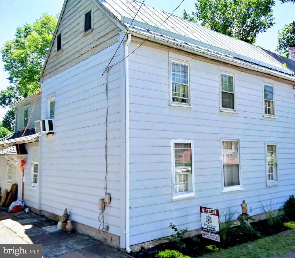 Great price for in town Shepherdstown. Downtown one block away with shops, restaurants and university at your finger tips. Move in ready, off street parking, screened in porch make this a rare opportunity to own and live in one of the most desired location at a very attractive price. Be quick.
