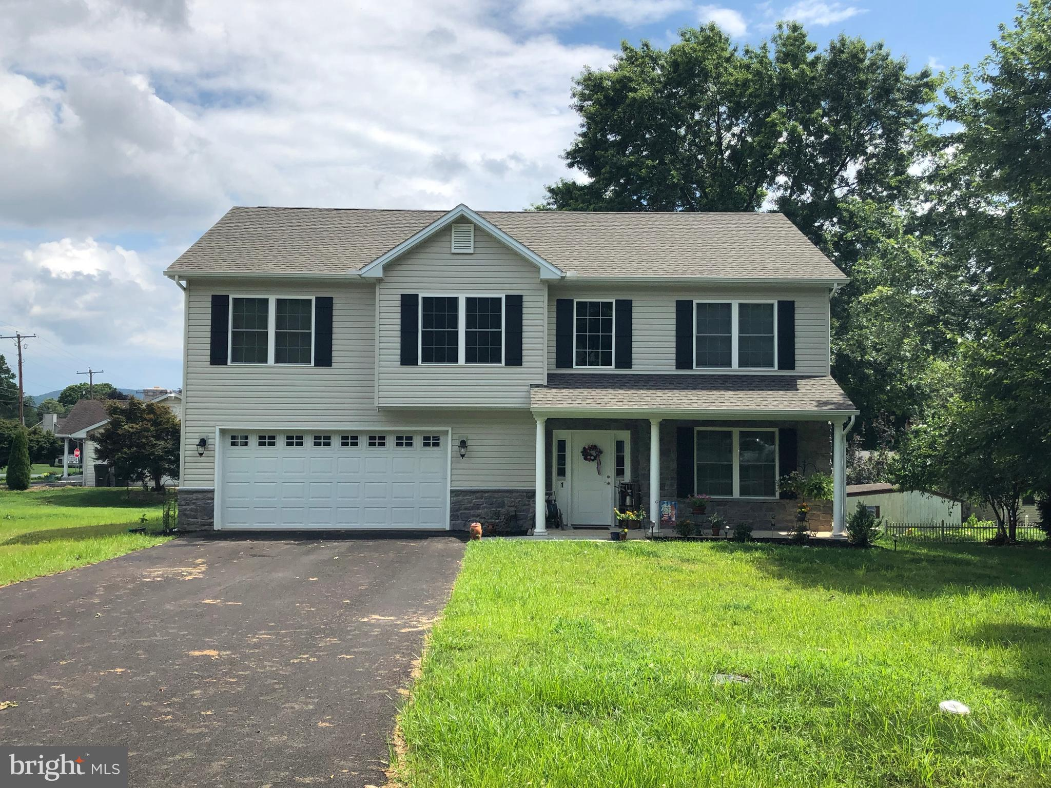 217 WHITE OAK CIRCLE, MOUNT HOLLY SPRINGS, PA 17065