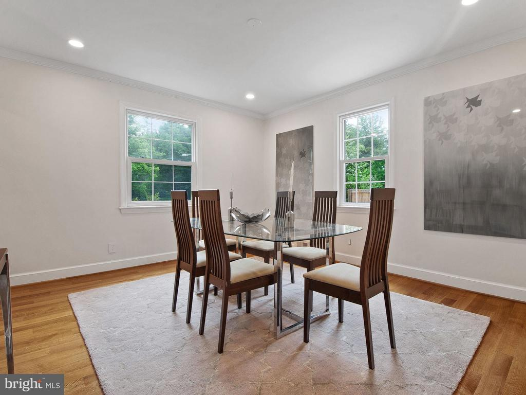 3927 Oliver St, Chevy Chase, MD 20815