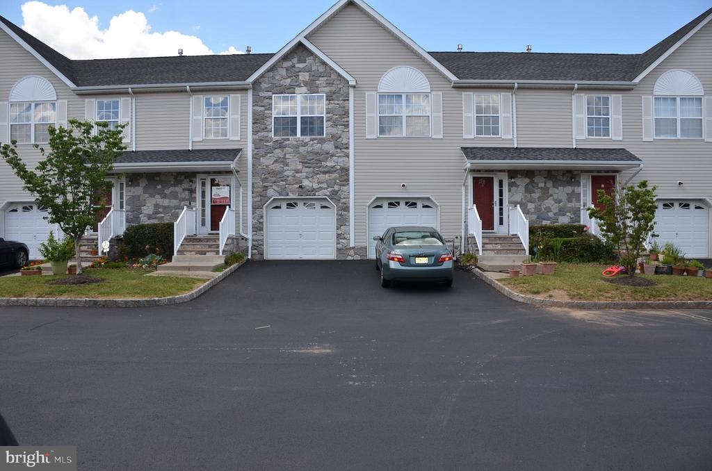 4 DINA LANE, SOMERSET, NJ 08873