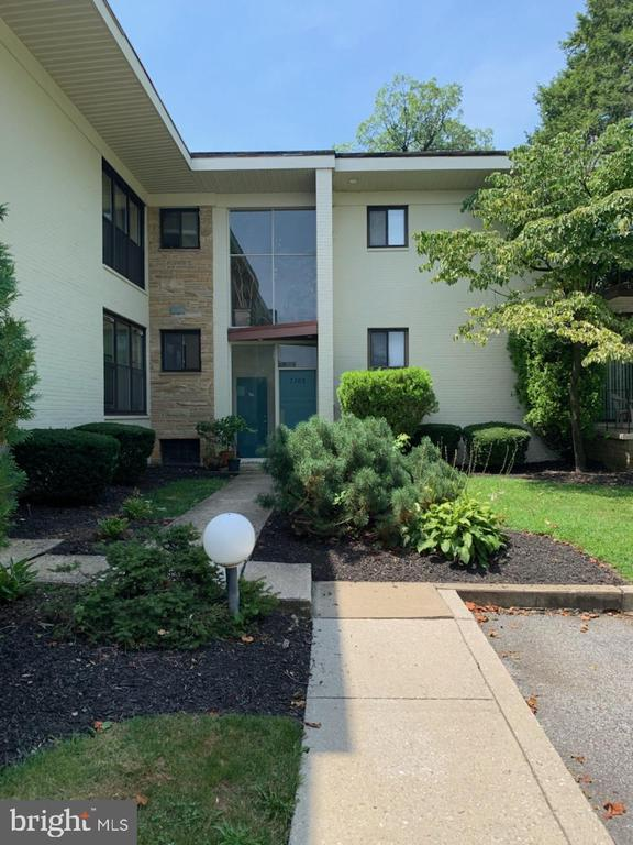 Beautiful Pikesville Condo! New low price! Updated Kitchen, washer and dryer in unit! Extra storage located in the basement.  Bring all Conventional or Cash offers today!
