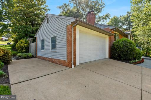 7512 Fairwood Ln, Falls Church, VA 22046