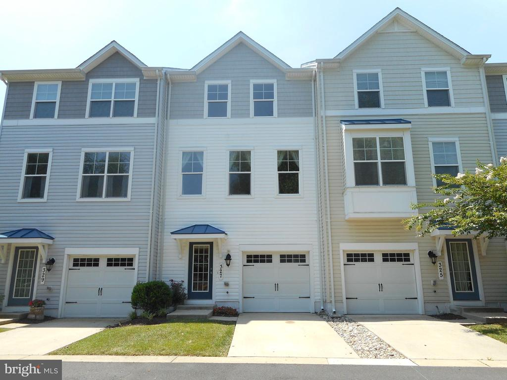 Live like you're on vacation in this beautiful townhome with a view of the pool! Spacious and better than brand new with new carpet, granite counters, attached garage,deck overlooking the pool, and a boat slip available at additional cost.