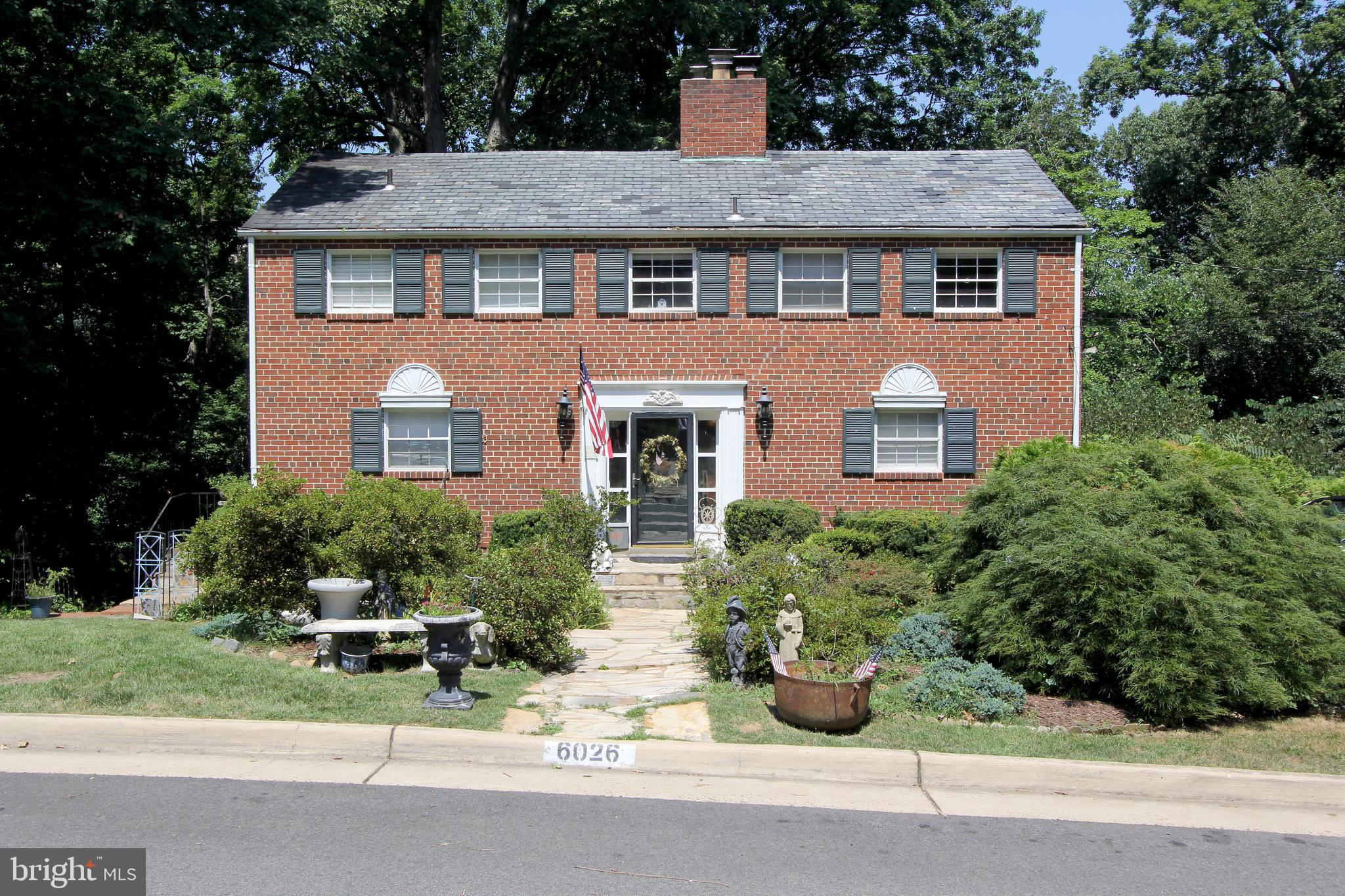 WONDERFUL, UNIQUE BRICK COLONIAL IN CONVENIENT & DESIRABLE BELLE HAVEN, WAS DESIGNED AND BUILT BY A FAMOUS ARCHITECT FOR HIMSELF. FEATURING 3-4 BEDROOMS, 2 1/2 BATHROOMS, BIG FAMILY ROOM WITH HIGH TWO STORY WOOD CEILING, FORMAL DINING ROOM, HARDWOOD FLOORS, LARGE SUNNY  WINDOWS, AND MORE.