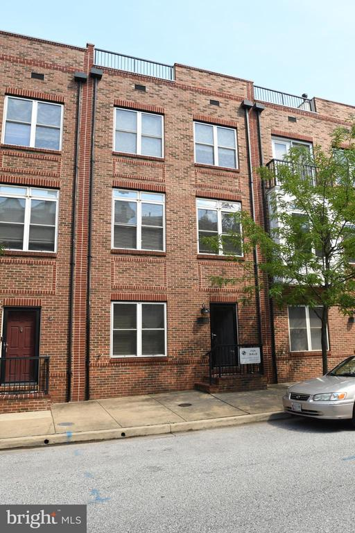 Rental available immediately.  Great neighborhood.  2 car-garage, 3-4 bedrooms, rooftop deck.  Pets considered.  Property is also listed for sale for $425,000.