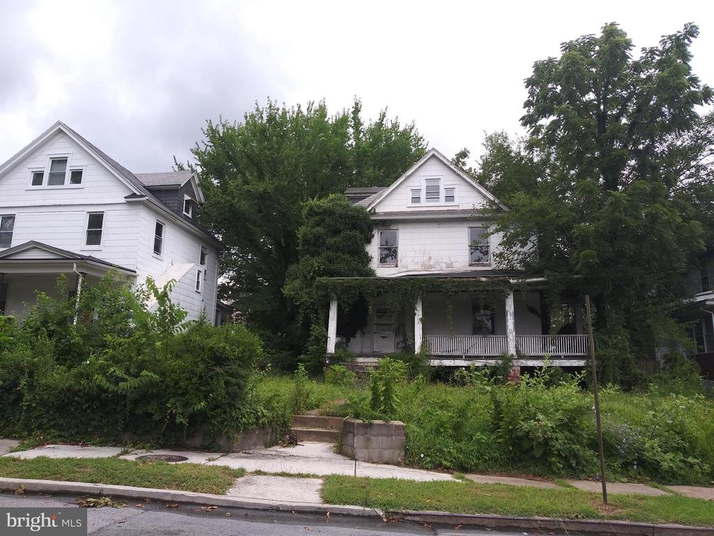 SIMULCAST ONSITE AUCTION: Bidding Begins Wednesday, August 27th @ 11:00 AM. List Price is Suggested Opening Bid. Large Single family townhome in Hanlon-Longwood. Property is vacant. 10% Buyer's Premium. Deposit $5,000. For full Terms and Conditions contact the auctioneer's office.
